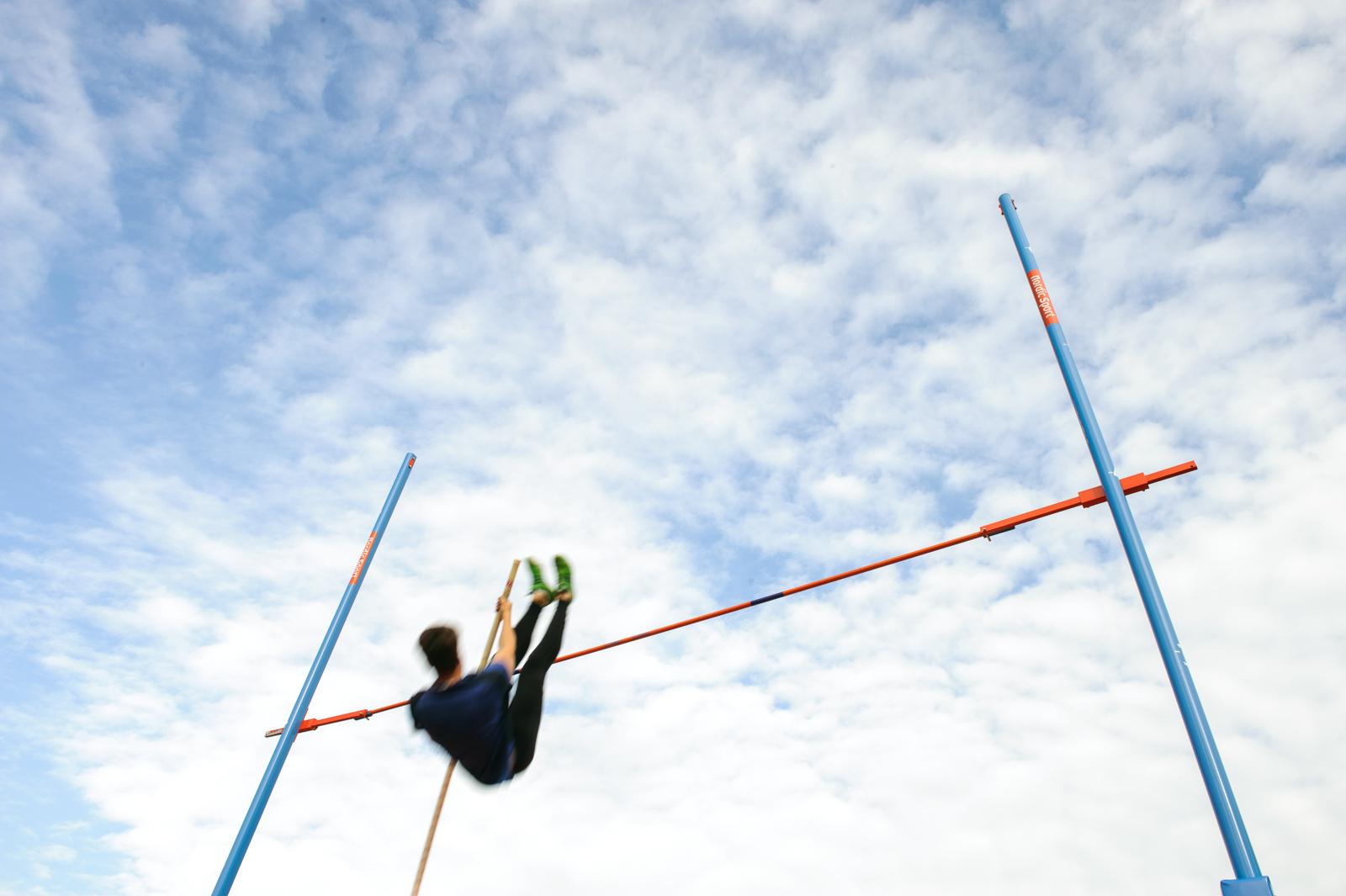 fotograaf Deventer-polsstok hoogspringen-atletiek-conceptfotografie-sportfotografie-website fotografie